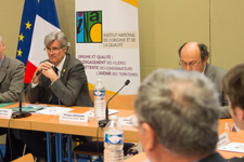 Stéphane Le Foll et Jean-Charles Arnaud signent un avenant au contrat d'objectifs et de performance de l'INAO concernant l'agro-écologie.